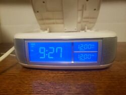 Memorex Dual Alarm, FM/AM Digital Clock CD Radio Model MC2864 It Looks Nice