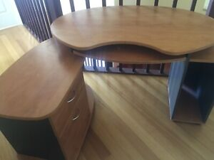 Selling my daughter's desk, as she upgraded.