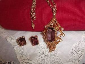 Goldtone chain pendant earring set purple glass VGC Sarah CovFREEPOST