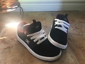 DS boys shoes size 3.0 USA