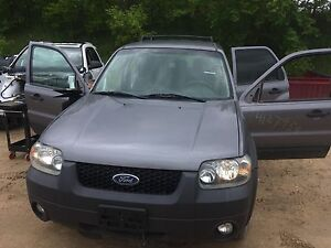 Ford escape 2007 - parting out