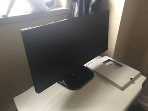 Ultra wide computer screen LG 22 Inch
