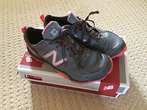GREAT CONDITION: New Balance Multi-sport women's shoes-Size 8 London Ontario image 1
