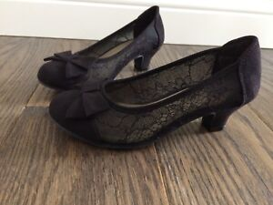 On Pumps American Eagle Girl/'s Mairin Shiny Black Patent Leather Bow Slip