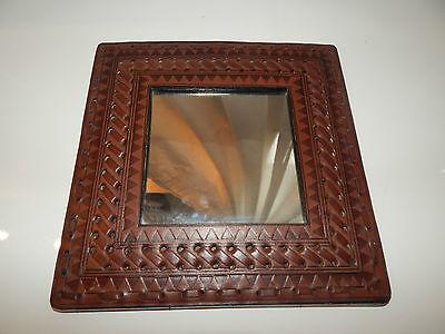 Kleiner Wandspiegel aus Ägypten breiter Leder-Rand Handarbeit 23 x 23 cm