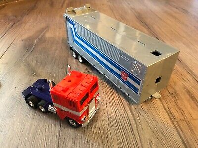 1980/1982 Transformers Action Figure G1 Optimus Prime  Nearly Complete