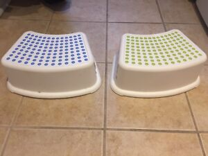 2 kids step stools