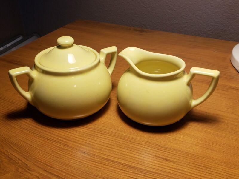 Vintage Lipton Tea Yellow Creamer Pitcher & Sugar Bowl w Lid