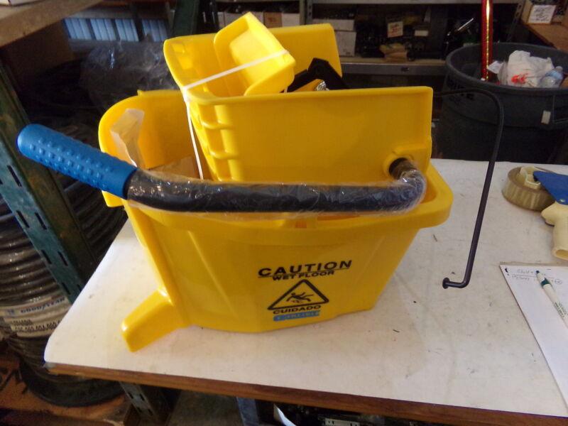 Carlisle YELLOW MOP Bucket with Side Press Wringer 26 QUART - 3690804 - NEW