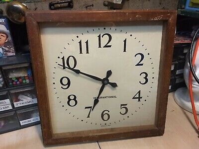 UNIQUE! International model 561 2DG Self Reg Square Wood School Clock VTG 030720