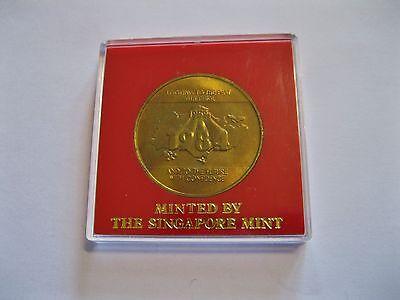 "Medaille  ""Eisenbahn""  Singapur Mint  in eckiger Münzkapsel  -"