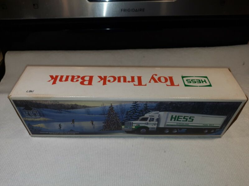 1987 The Hess Toy Truck Bank! With Barrels! NEW IN BOX from a full case