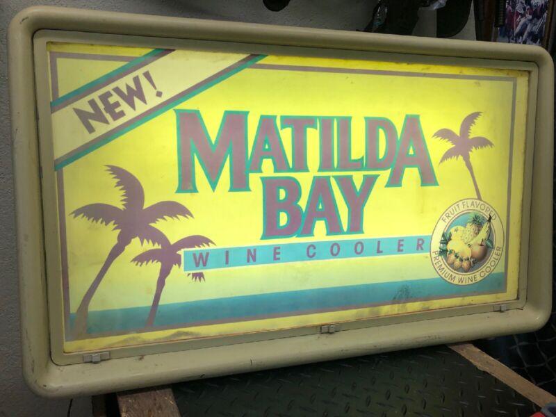 Vintage Matilda Bay Wine Cooler Bar Mancave Electric Garage Light