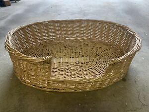Wicker pet basket