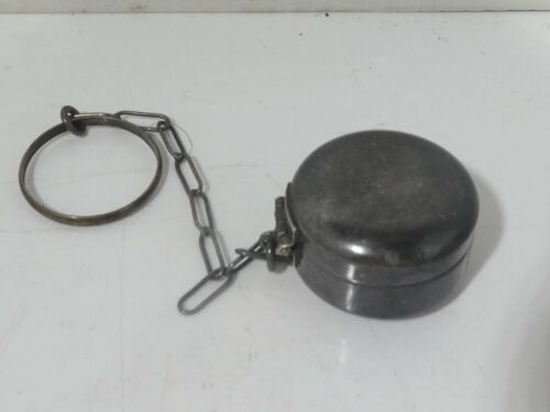 ANTIQUE STERLING SILVER COMPACT WITH CHAIN