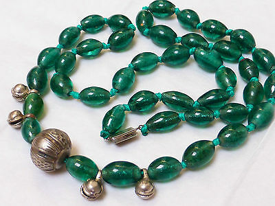 CHINESE VINTAGE/ANTIQUE GREEN PEKING GLASS BEADED NECKLACE, STERLING SILVER