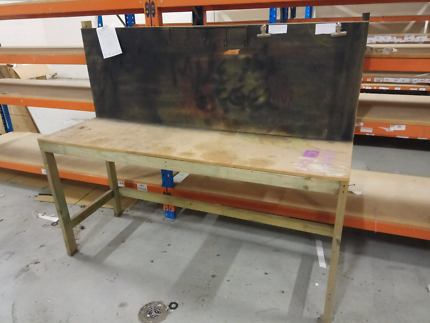 Wooden packaging bench with backboard