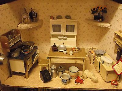 Uralte Puppenküche mit sehr viel Originalzubehör,große Puppenstube,Glas,Blech