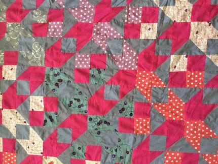 BEAUTIFUL custom made double quilt/ beds/ throw. EUC!!!