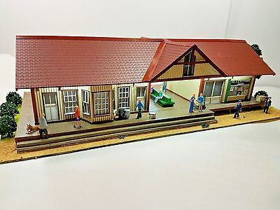 Menards ~ O Gauge Building  Allentown Train Station with power adapter New