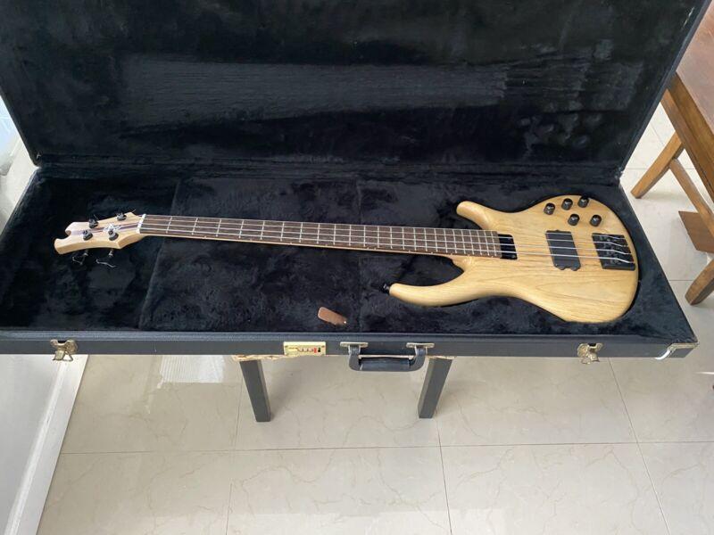 Tobias Growler 4 String Bass Guitar w/ case