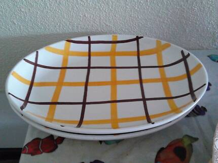 2 CHECK SERVING PLATTERS
