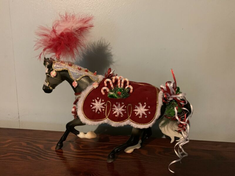 Breyer Traditional Peppermint Kisses Christmas Model