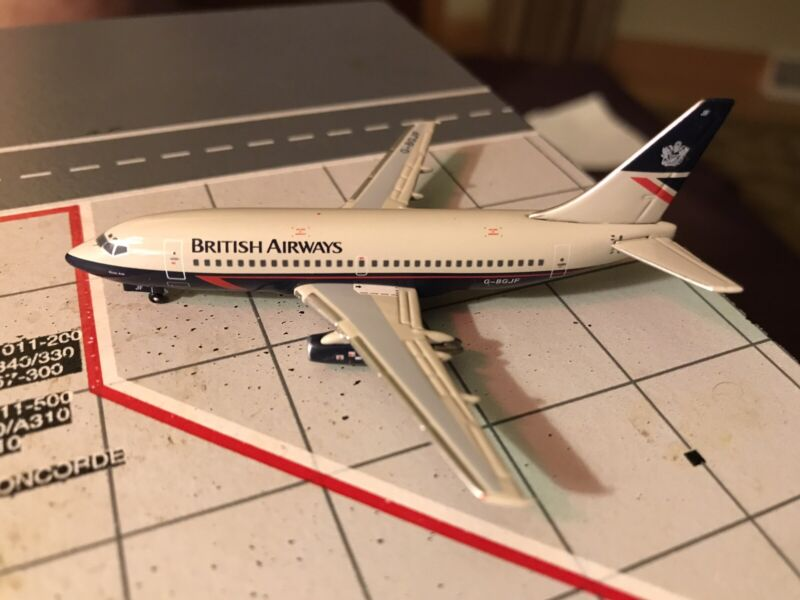 Aeroclassics SMA British Airways Boeing 737-200 Landor 1/400