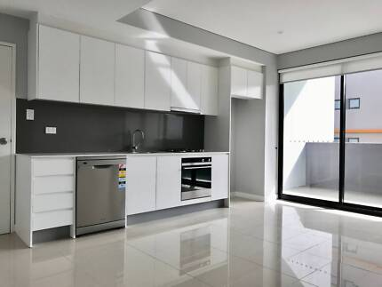 Beautifully Presented 2 Bedroom Executive Apartment for Lease