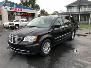 2016 Chrysler Town & Country Touring- HEATED FRONT SEATS, LEATHE