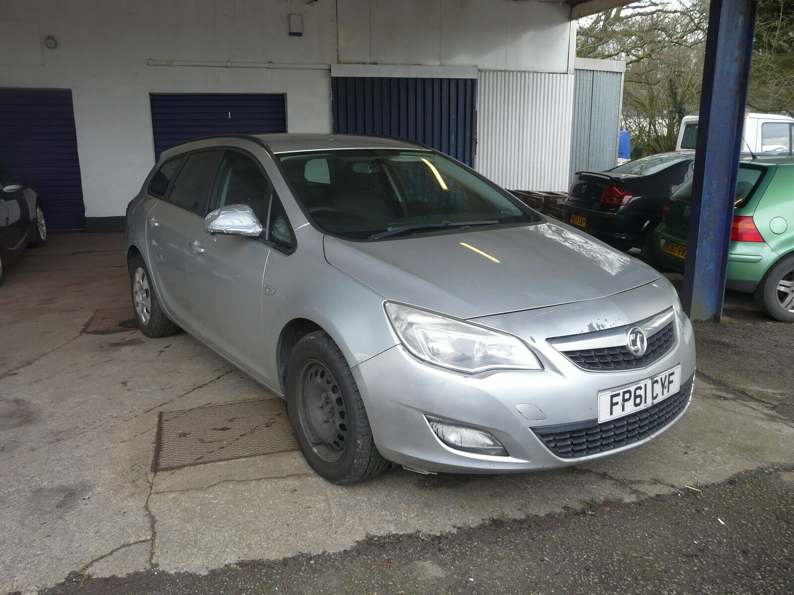 2011-61-VAUXHALL-ASTRA-EXCLUSIV-CDTI-ESTATE-NO-RESERVE