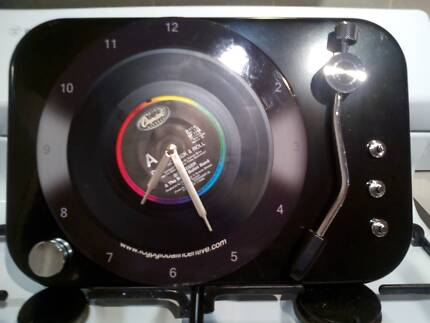 RECORD PLAYER LOOK CLOCK