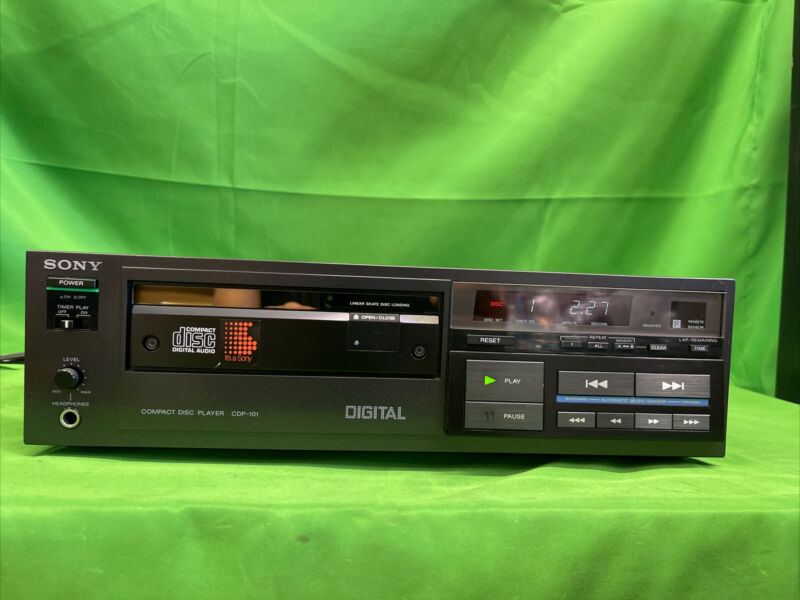 Sony CDP 101 CD PLAYER, FIRST COMMERCIALLY SOLD CD PLAYER; PLAYS GREAT DNT EJECT