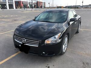 2010 Nissan Maxima with low mailage!!!