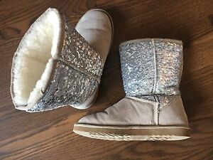 Sparkling real wool boots not ugg