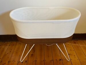 Snoo bassinet and accessories