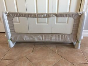 Baby bed rail / gate