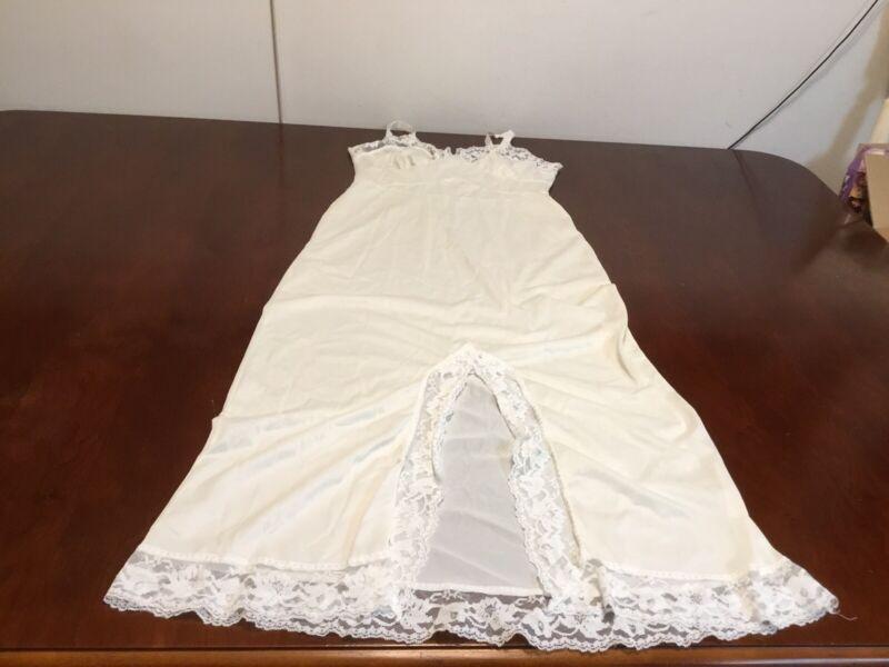Durelle Women Lingere Slip 34 Nylon Full Long Ivory Lace Vintage