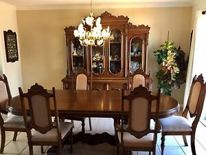 Dining Room Set - great condition - nego.