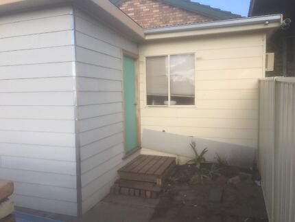 1 bedroom granny flat for rent