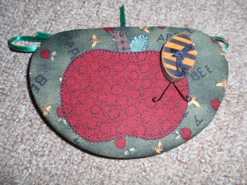 Longaberger Lid, Apple with Bumble Bee Fabric, for the Oregano Basket, NEW