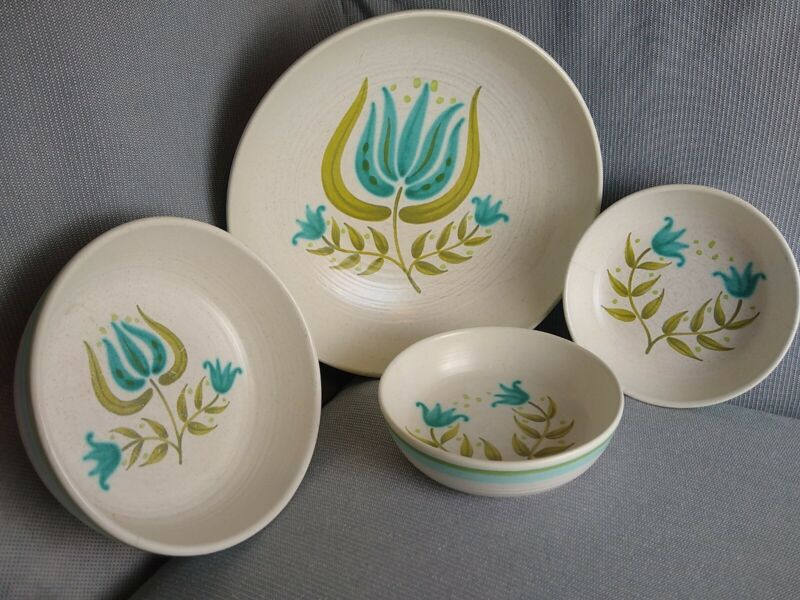 Franciscan Earthenware Tulip Time Lot Of 4 Bowls