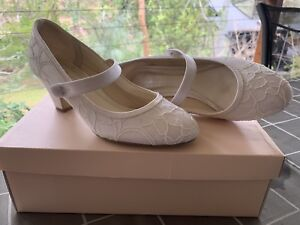 Beautiful Ivory Dyeable Lace 47 Satin Wedding Shoes For Purchased Online From Georgie S In Perth Worn Only Once On My Day