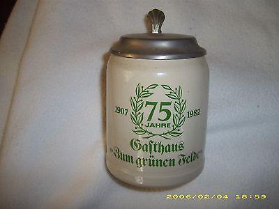 2 Bierkrüge mit Zinndeckel-  75 Jahre Gasthaus Zum grünen Felde