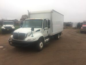 2011 INTERNATIONAL 4300 LOW PRO WITH 16 FT BOX