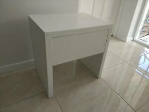 Bedside cabinet 45x35cm H45.2cm in good condition