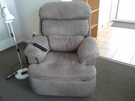 2 x electric recliner chairs Elizabeth Vale Playford Area Preview