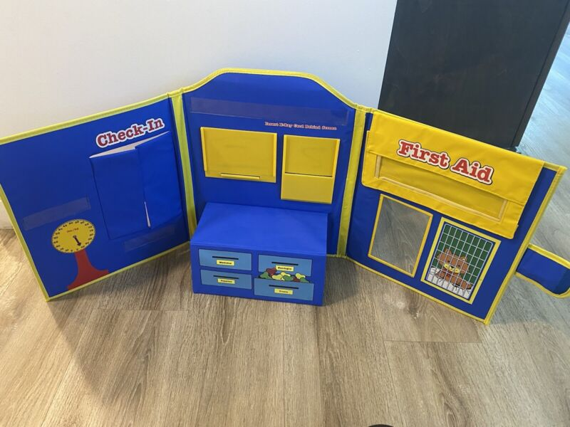 PRETEND & PLAY ANIMAL HOSPITAL LEARNING RESOURCES VETERINARIAN PETS Display Only