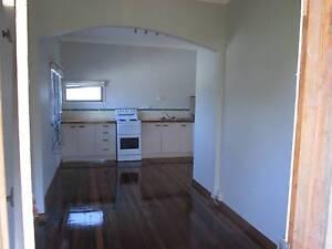 Wynnum West Granny flat apartment unit upstairs with verandah Wynnum West Brisbane South East Preview