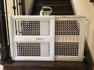 Safety 1st Lift and Lock  Plastic Security Gate